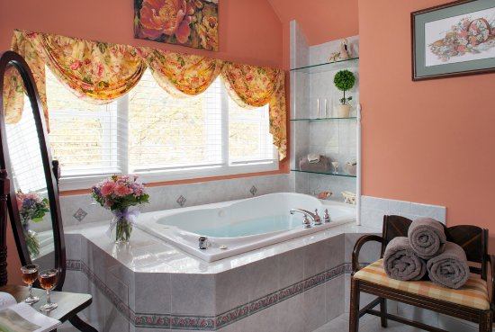 Whistling Swan Inn: High Point Suite - Jacuzzi tub