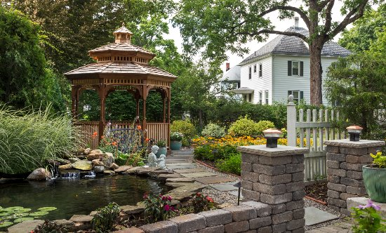 Whistling Swan Inn: Gazebo