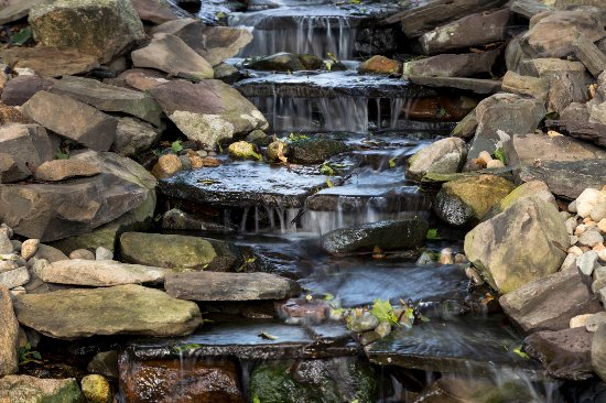 Whistling Swan Inn: waterfall