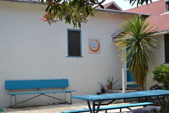 HI Los Angeles - South Bay: Hostel entrance through the courtyard