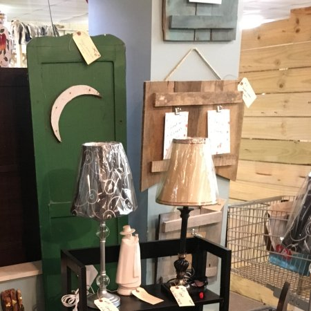 Miles Antique Mall: Antiques / New Lamps / Picture Frames