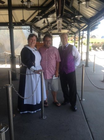 Branson, MO: Employees in period costume