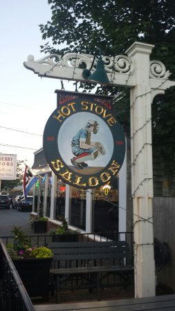West Harwich, MA: Great time at the Hot Stove.