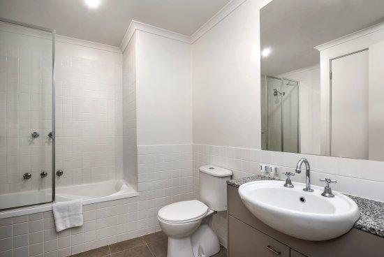 Moonee Ponds, Australia: 1BRM, 2BRM & 3BRM Bathroom