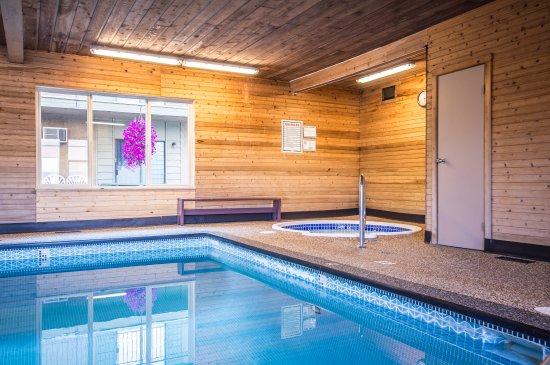 Βέρνον, Καναδάς: Indoor Pool & Hot Tub Area