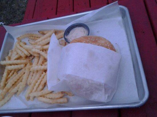 Ocean Shores, WA: Cheeseburger and fries.