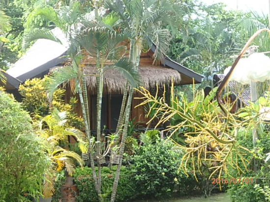 Thongbay Guesthouse: Exterior of cottage/room viewed from garden