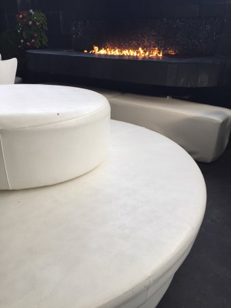 Lalla Grill: Outdoor seating with fireplace