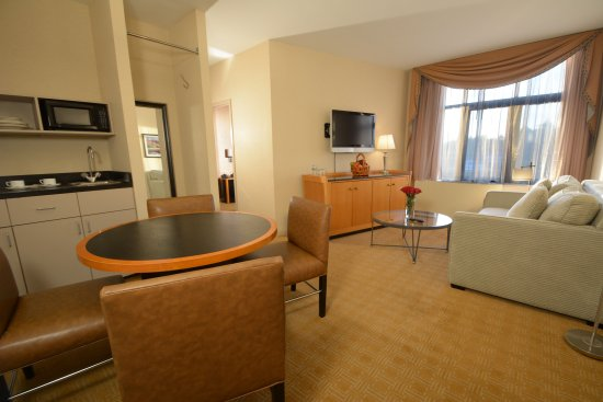 Great Neck, NY: Executive Suite with Kitchenette