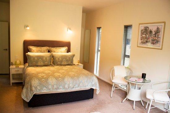 River Retreat Bed & Breakfast: Garden Room