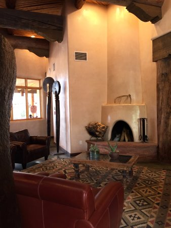 Ojo Caliente, New Mexiko: Great Santa Fe-style Lobby