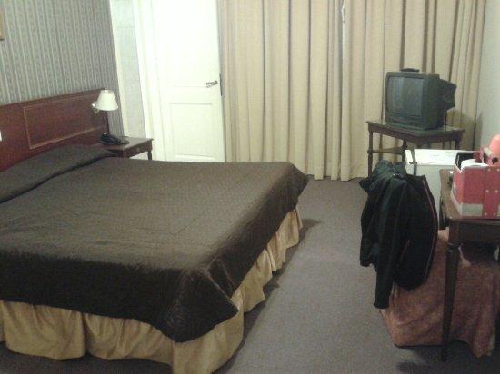 Regis Orho Hotel: 20160707_002243_large.jpg