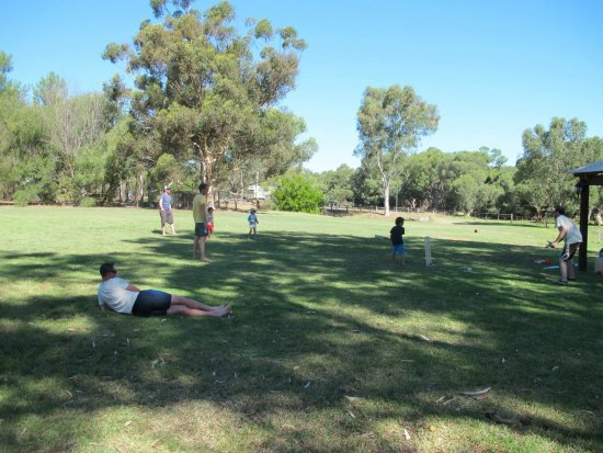 Gingin, Australie : a game of circket on the oval