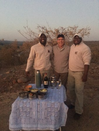 Balule Private Game Reserve, África do Sul: Vu, me, and Jimmy. Sun Setter drinks and snacks.