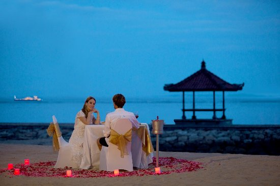 Holiday Inn Resort Bali Benoa Dinner By The Beach