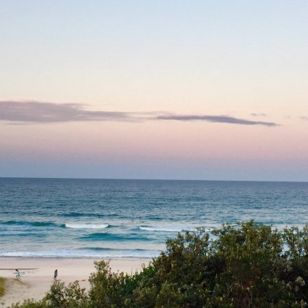 Cabarita Beach, Australien: Stunning sunset from our ocean view apartment..metres to the sand