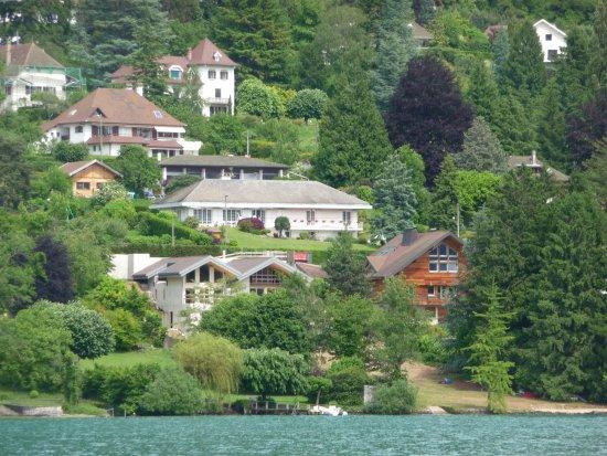 La Veyrolaine vue du lac