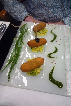 Plancoet, Frankrike: cromesquis d'huitres crues