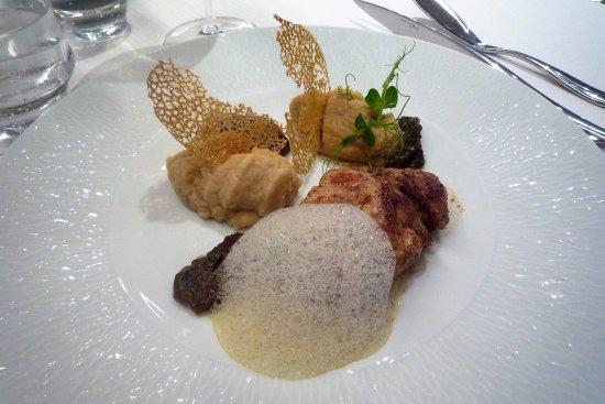 Plancoet, Frankrike: ris de veau, morilles et les fichues quenelles de purée