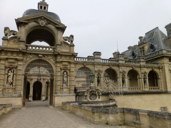 Entr e ch teau 2 picture of chateau de chantilly chantilly tripadvisor - Chateau de chantilly adresse ...