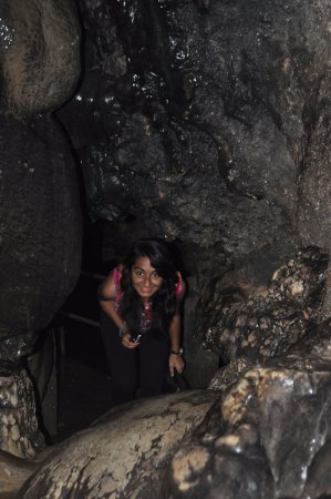 Mawjymbuin Cave : Narrow Passage Inside the caves