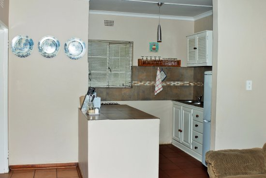 Саби, Южная Африка: Apartment B. Fully equipped Kitchenette.