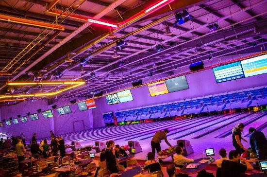Zelta Bowling and Squash Center
