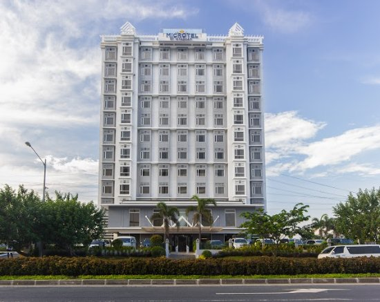 Microtel Inn & Suites by Wyndham Manila/At Mall of Asia: Facade