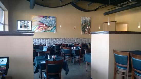 East Amherst, NY: The main indoor dining room