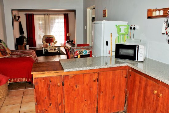 Sabie, Sudáfrica: Apartment C.  Fully equipped Kitchenette, with access to outside area