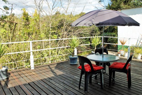Sabie, Afrika Selatan: Apartment C.  Deck area with free-standing Braai