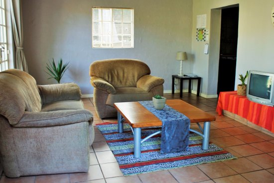 Sabie, Afrika Selatan: Apartment D. 1 Bedroom.  Sleeps 2 Adults, 1 Child. Lounge with access to outside Patio