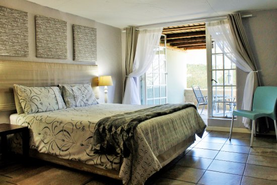 Sabie, Sudáfrica: Apartment D.  Queen Bed, with access to lovely outside patio
