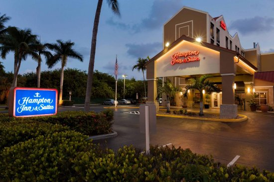 Hampton Inn & Suites Ft. Lauderdale Airport/South Cruise Port: Exterior Night