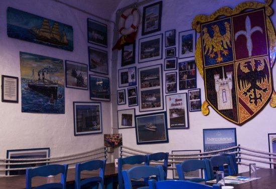 El Fornel : Alle pareti rivive la tradizione marinaresca della città