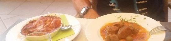Aleria, Frankrig: Photo pas top... mais voici le sauté de veau aux olives et les cannellonis au brucchio!