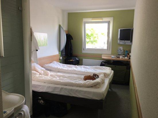 Ibis Budget Dusche Im Zimmer : Ibis Budget Giessen Linden: The room/bathroom