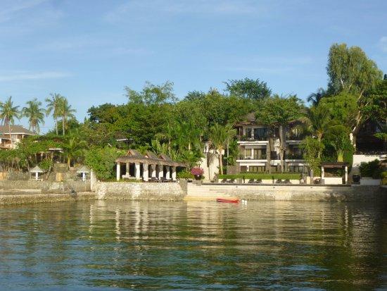 Abaca Boutique Resort: 海からのホテル全景
