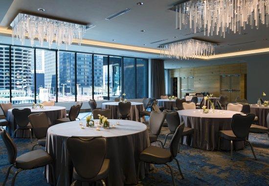Renaissance Chicago Downtown Hotel: Looking Glass Ballroom - Social Set-up