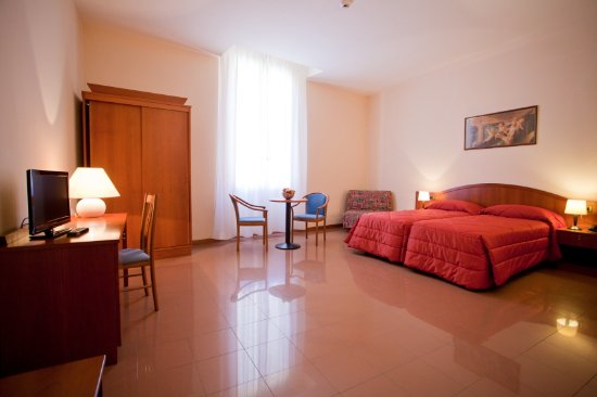 Hotel cavour 111 1 4 1 updated 2019 prices for Hotel bologna borgo panigale