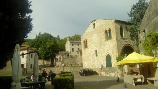 Arqua Petrarca, İtalya: Scorci del paese da varie angolazioni