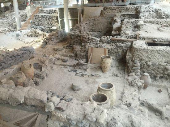 Archaeological Museum of Mykonos : Archaelogical dig Santorini