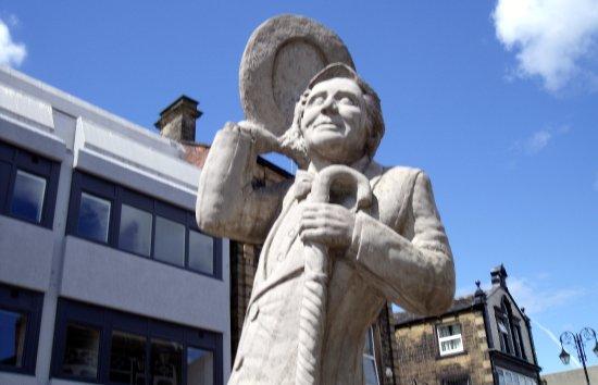 Ernie Wise Statue
