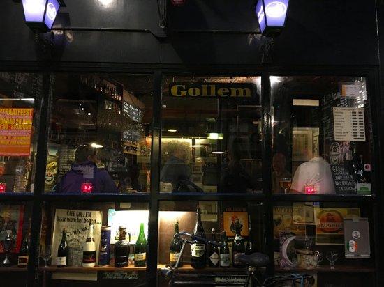 Biercafe Gollem: The exterior at night
