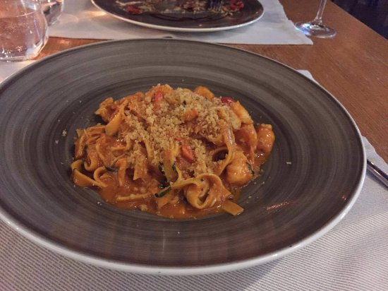 Lobster pasta with tomato and basil