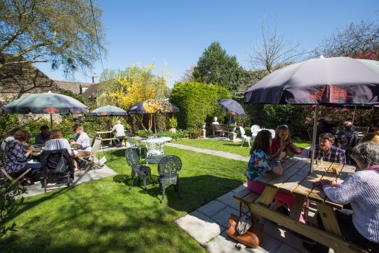 The Angel at Burford: Secluded Beer Garden