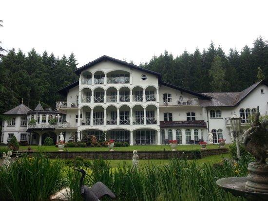 Waldhotel Sonnora Restaurant: Blick auf das Hotel und Restaurant
