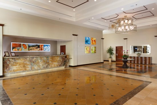 DoubleTree by Hilton Hotel Santa Ana - Orange County Airport: Lobby