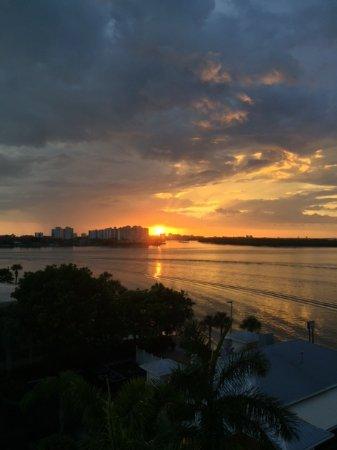لافرز كي ريزورت: The sun goes down...