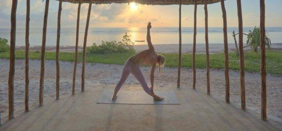 Msambweni, Кения: Secluded beachside yoga